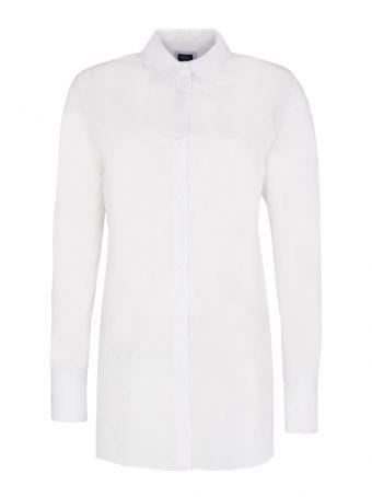 Biała koszula jako element stroju na konferencję