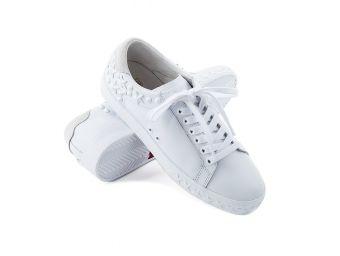 Sportowe buty w stylizacjach