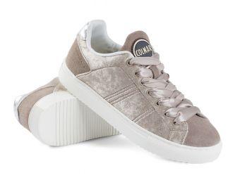 Eleganckie buty sportowe w stylizacjach